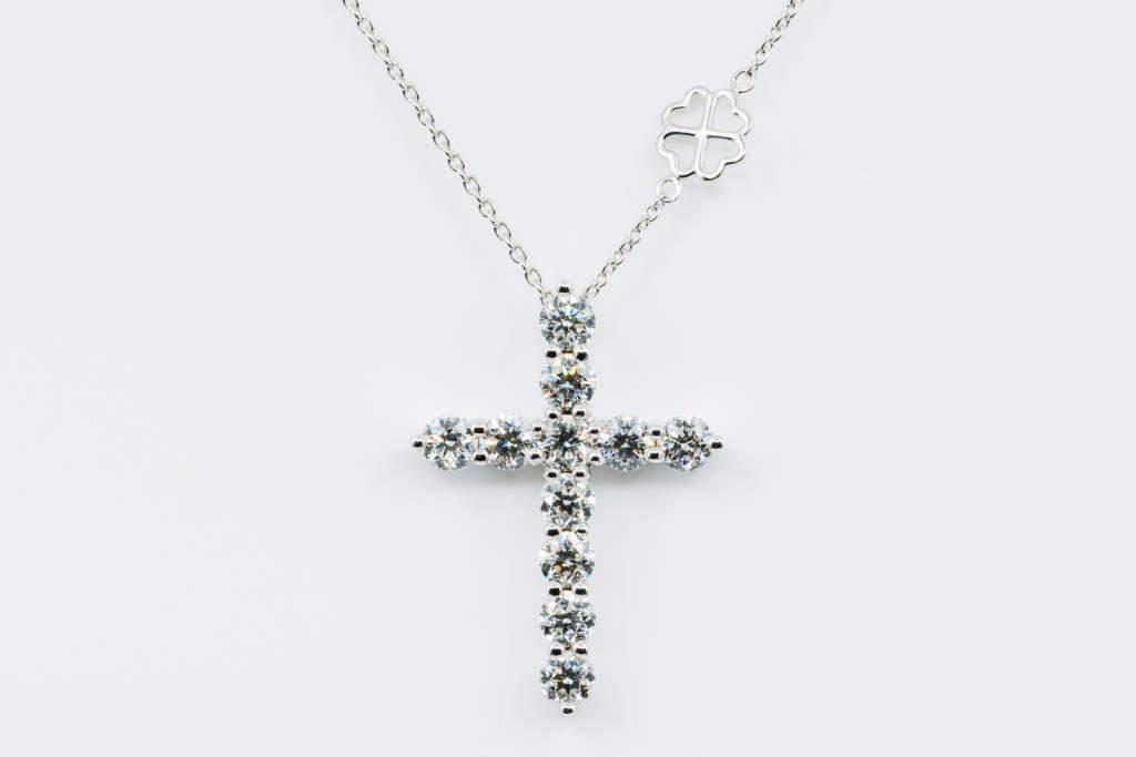 Collana Croce Fidelis diamanti bianchi - Gioielleria Casavola Noci - idea regalo battesimo religioso - caratura importante