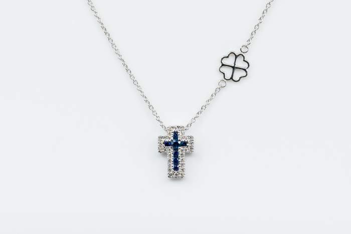 Collana croce Angelus bianco zaffiri - Gioielleria Casavola Noci - idea regalo battesimo - diamanti con oro