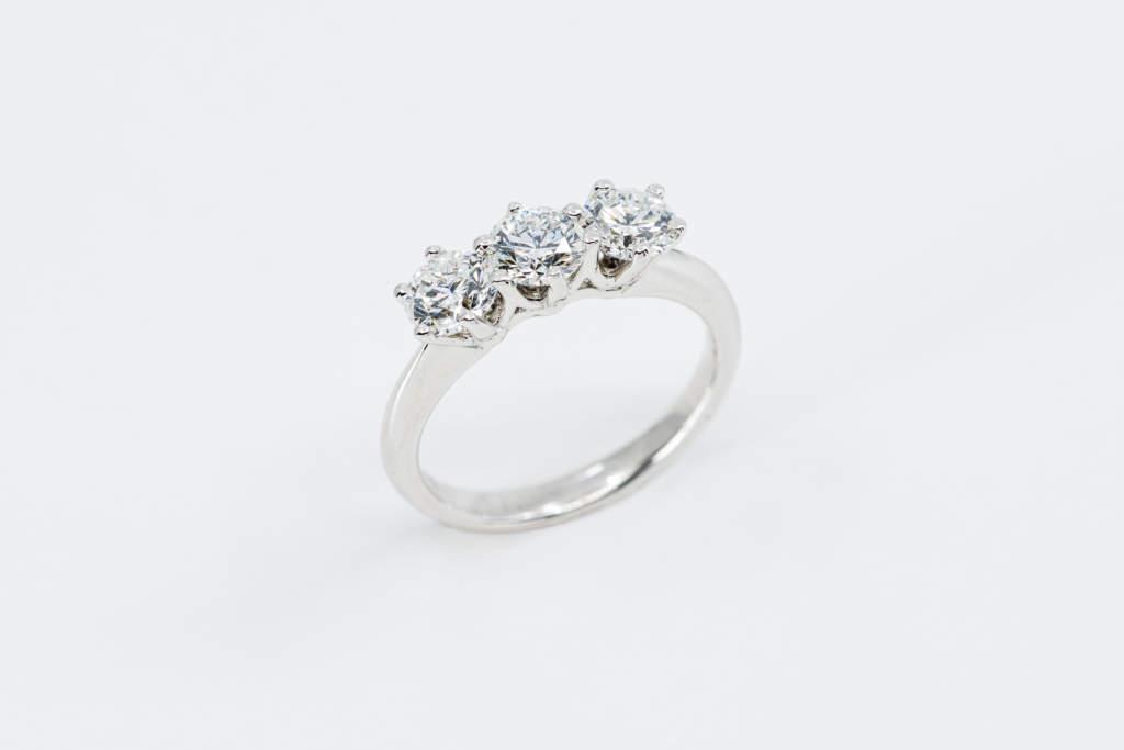 Anello trilogy diamanti white XXL - idea proposta di matrimonio - Gioielleria Casavola Noci
