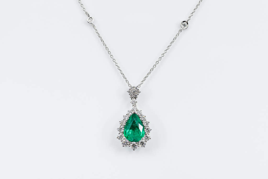 Collana smeraldo goccia diamanti Nature - Gioielleria Casavola Noci - idea regalo donne - anniversario importante