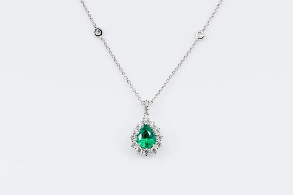 Collana smeraldo goccia pavé Nature - Gioielleria Casavola Noci - idea regalo donne - anniversario importante