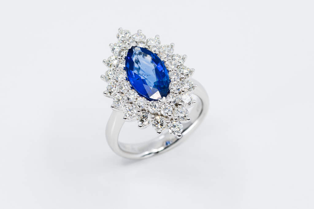 Anello Navette Zaffiro Prestige con diamanti - idea regalo importante - Gioielleria Casavola Noci