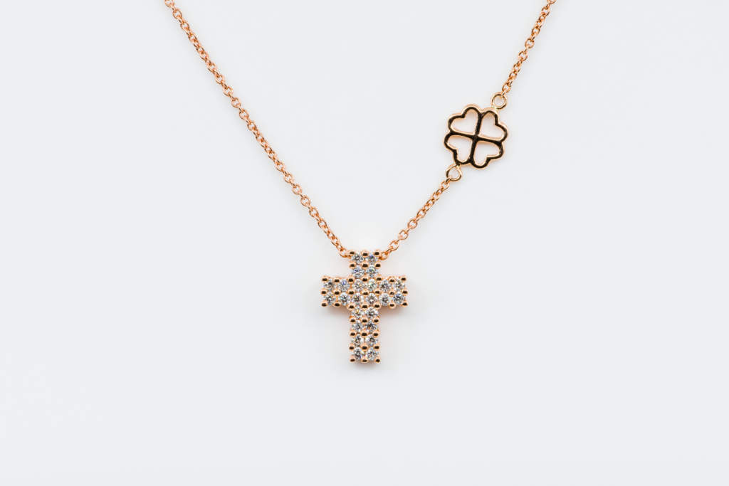 Collana croce diamanti Angelus Rosé Petite - Gioielleria Casavola Noci - idea regalo battesimo comunione - main