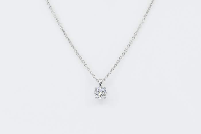 Collana punto luce diamante Shiny White - Gioielleria Casavola Noci - Certificato GIA - idea regalo fidanzata compleanno