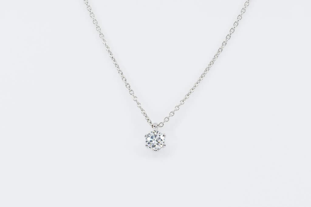 Collana punto luce diamante Sparkling White - Gioielleria Casavola Noci - idea regalo fidanzata matrimonio