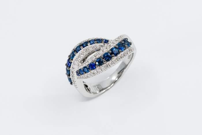 Anello fascione zaffiri diamanti Prestige - Gioielleria Casavola Noci - idea regalo donna moglie fidanzata elegante
