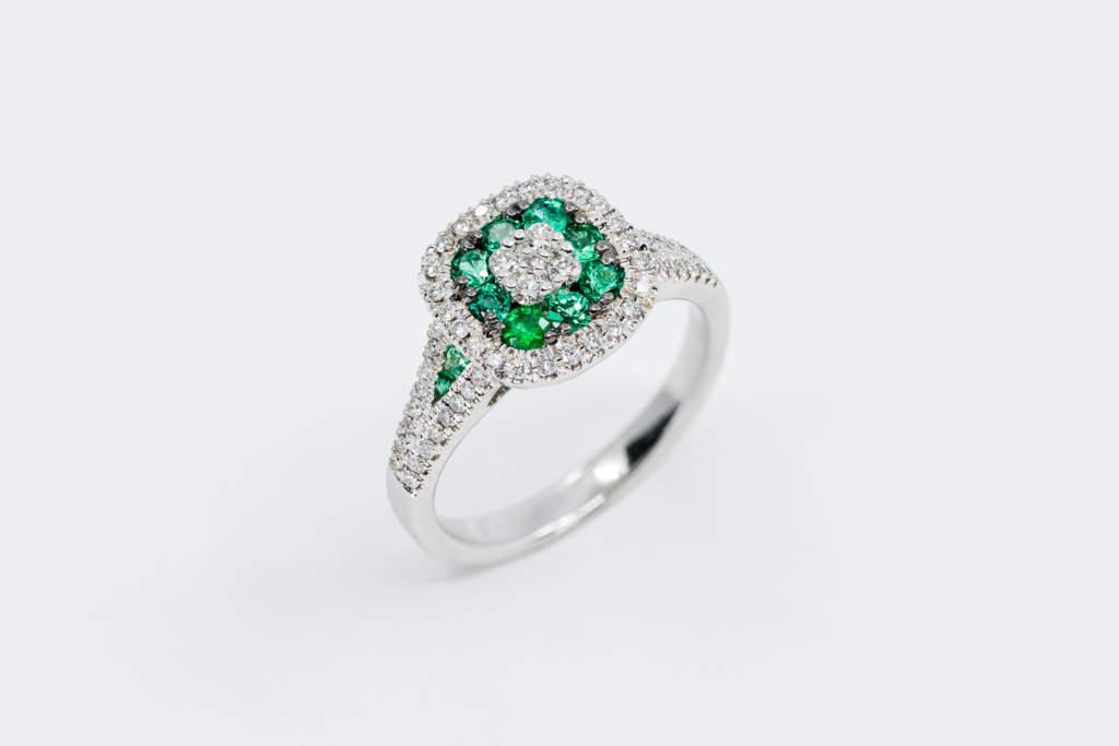Anello quadrato smeraldi e diamanti Prestige - Gioielleria Casavola Noci - idea regalo donna fidanzata moglie