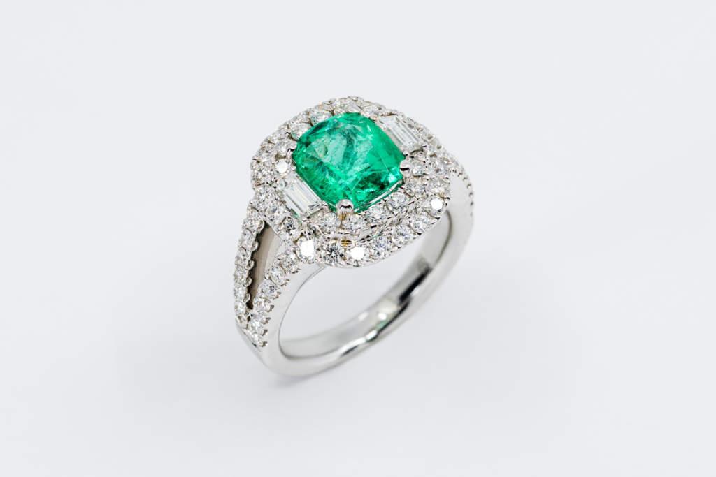 Anello quadrato smeraldo diamanti princess Prestige - Gioielleria Casavola Noci - idea regalo donna importante matrimonio fidanzata