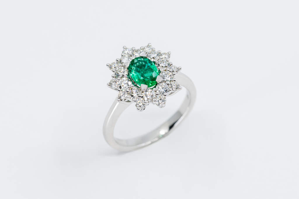 Anello smeraldo Daisy Nature - Gioielleria Casavola Noci - idea regalo donna