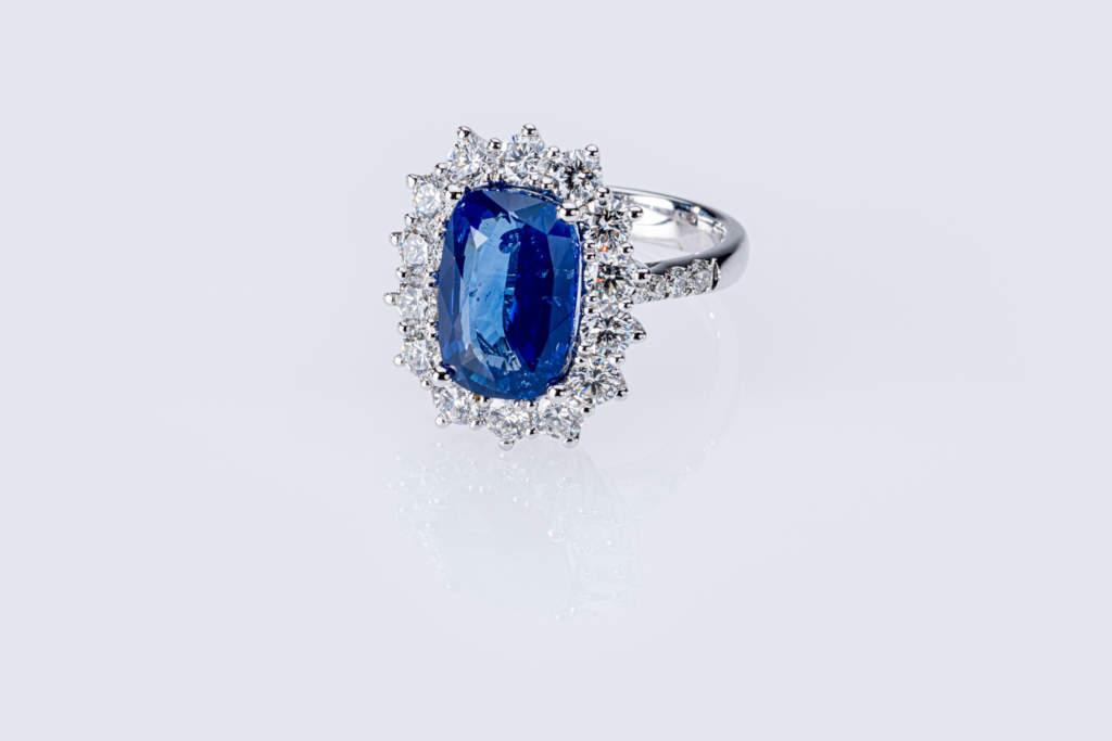 Anello zaffiro oro bianco diamanti Prestige - Gioielleria Casavola Noci - idea regalo donne importante matrimonio anniversario