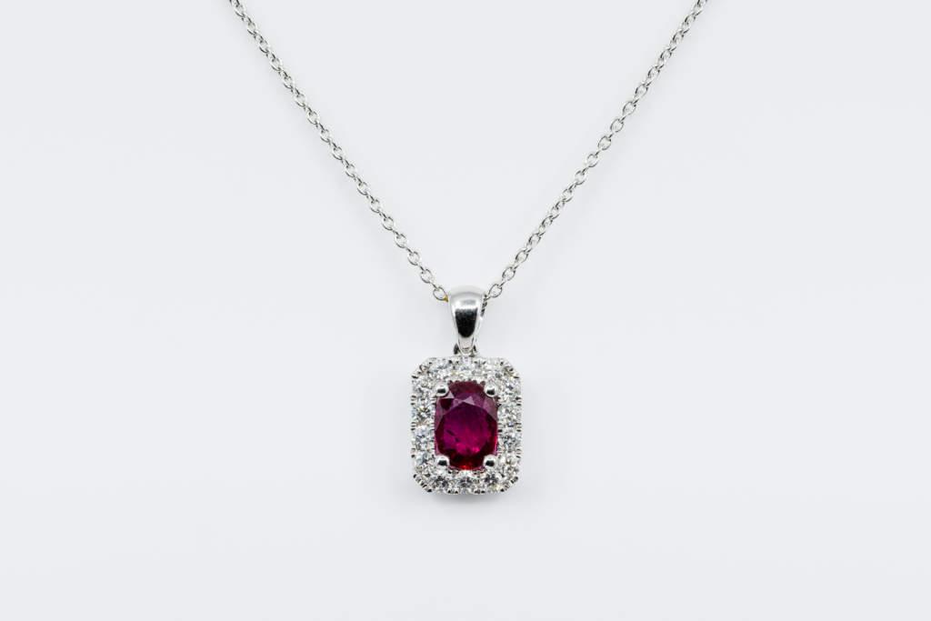 Collana pendente quadrato rubino diamanti Prestige - Gioielleria Casavola Noci - idea regalo donne anniversario matrimonio