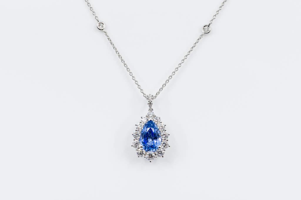 Collana zaffiro goccia e diamanti Prestige - Gioielleria Casavola Noci - Idea regalo anniversario matrimonio
