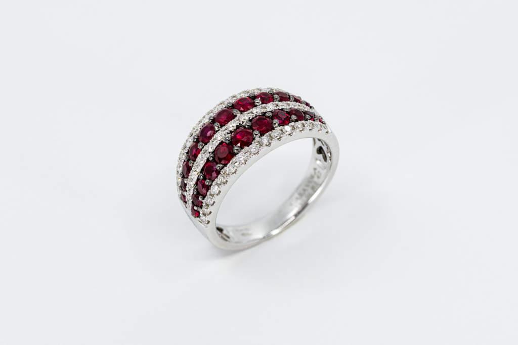 Anello a fascia rubini con diamanti Prestige A - Gioielleria Casavola Noci - idea regalo per moglie donna anniversario matrimonio