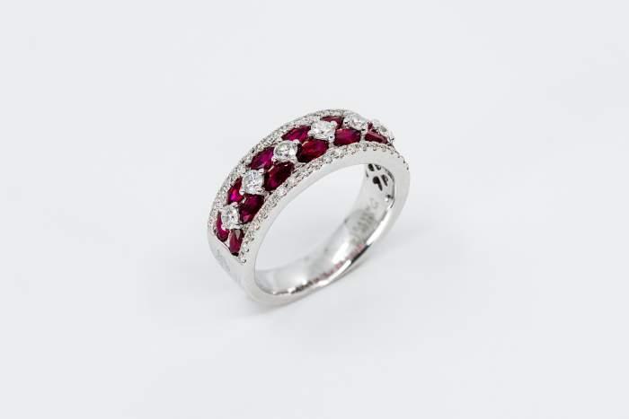 Anello fascione rubini navette Prestige oro bianco e diamanti - Gioielleria Casavola Noci - idea regalo donna importante