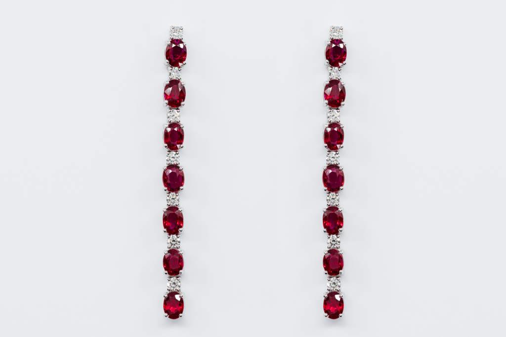 Orecchini lunghi rubini Prestige - Gioielleria Casavola Noci - idea regalo donna anniversario di matrimonio