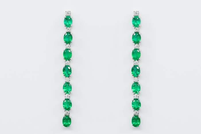 Orecchini lunghi smeraldi Prestige - Gioielleria Casavola Noci - idea regalo per un gioiello importante