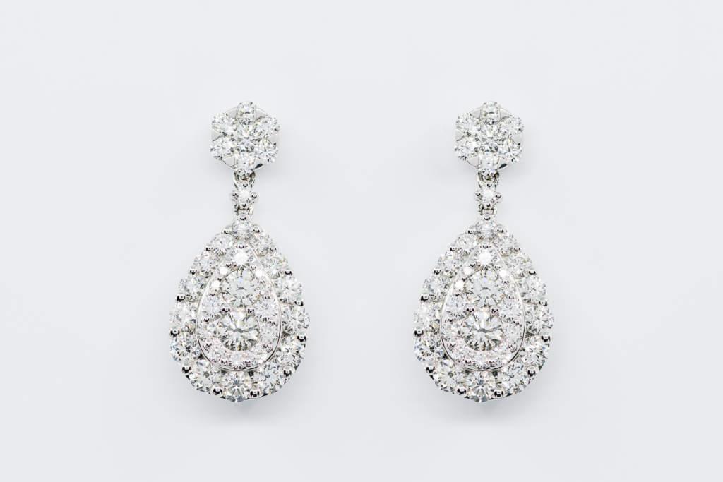 Orecchini pendente goccia diamanti Prestige - Gioielleria Casavola Noci - idea regalo anniversario matrimonio - per lei