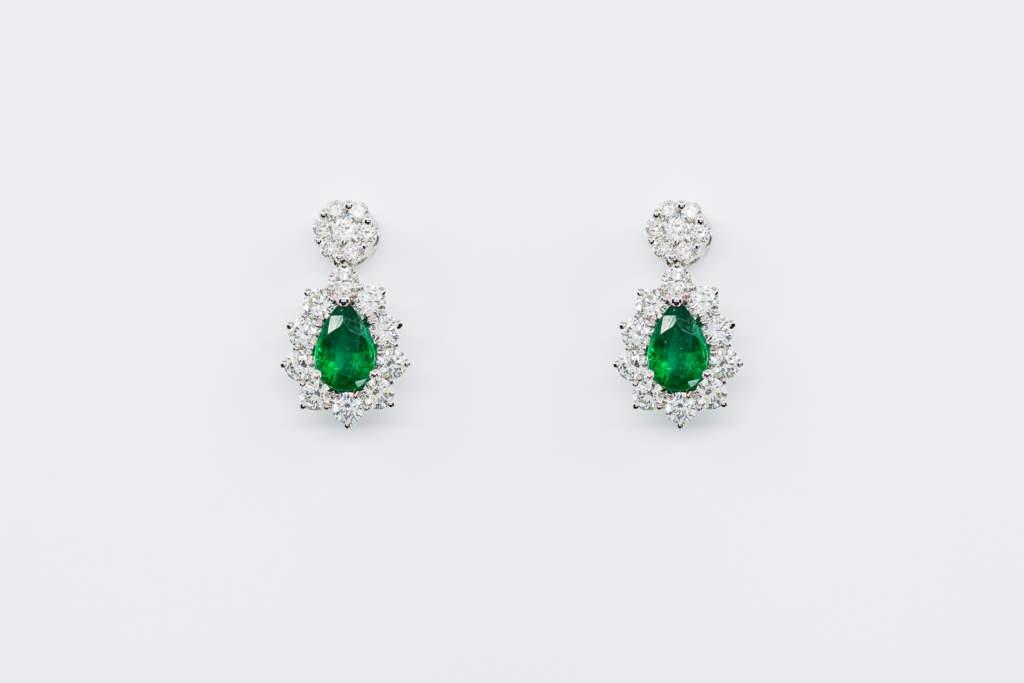 Orecchini pendente goccia smeraldi Prestige | Gioielleria Casavola Noci | idea regalo donna | diamanti per anniversario
