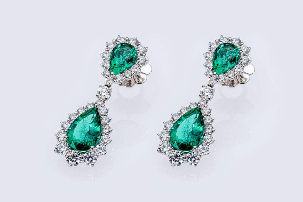 Orecchini pendenti smeraldo goccia Prestige - Gioielleria Casavola Noci - idea regalo fidanzatamento matrimonio anniversario - main