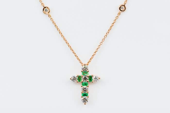 Collana Croce Fidelis Rose Smeraldi e Diamanti - Casavola Noci - idee regalo battesimo o comunione importante