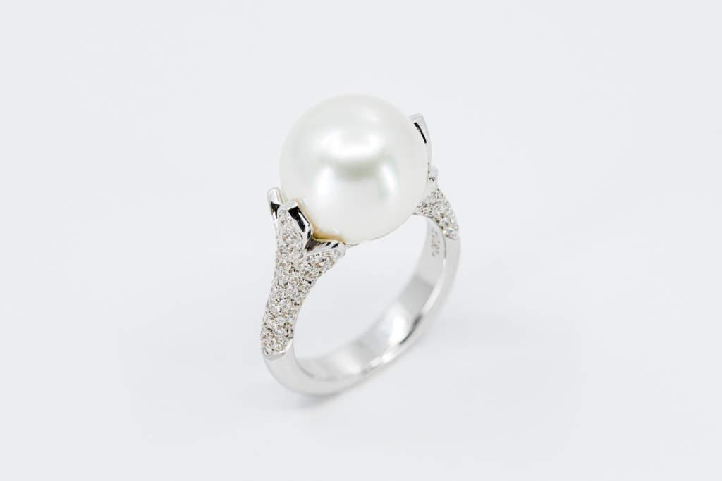 Crivelli anello foglia perla australiana - Gioielleria Casavola di Noci - idee regalo donne importante