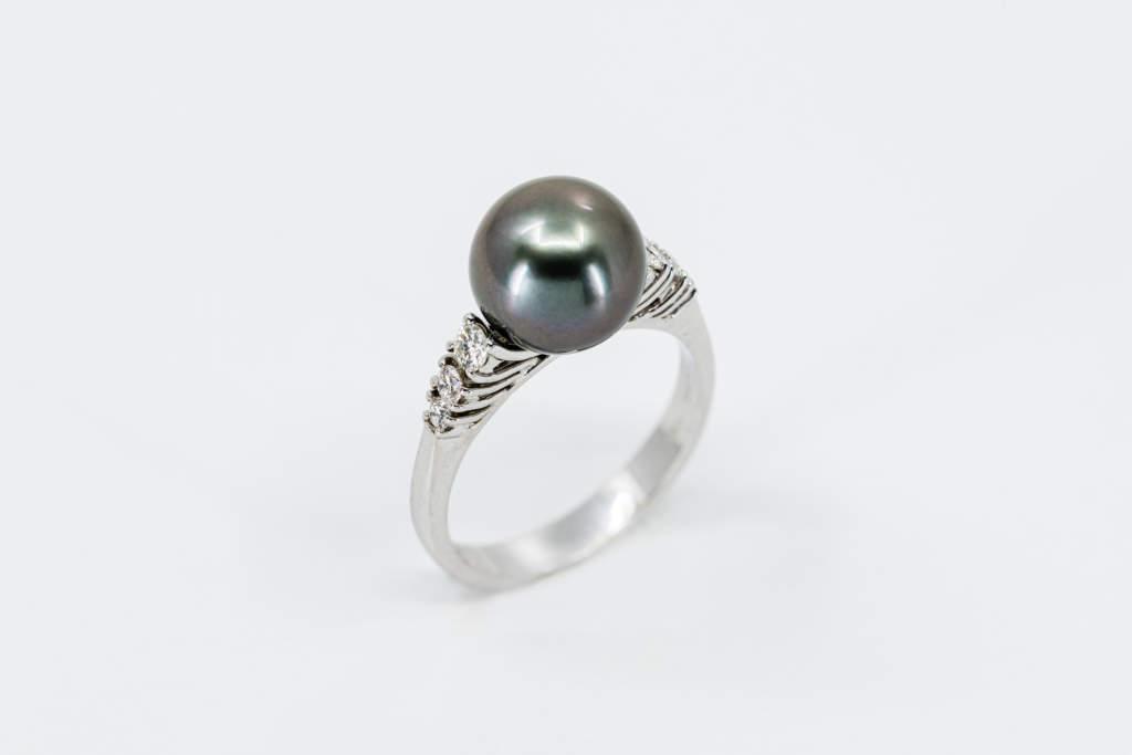 Crivelli anello perla Tahiti e diamanti - Gioielleria Casavola Noci - idee regalo donne