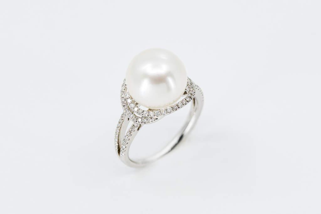 Crivelli anello perla australiana pavé diamanti - Gioielleria Casavola Noci - idee regalo moglie anniversario