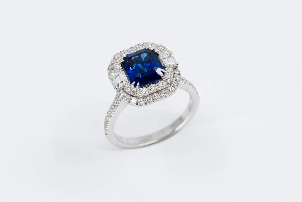 Crivelli anello quadrato zaffiro certificato - Gioielleria Casavola di Noci - idee regalo donne importante