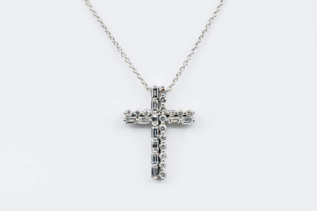 Crivelli collana croce diamanti baguette - Gioielleria Casavola di Noci - idee regalo battesimo unisex