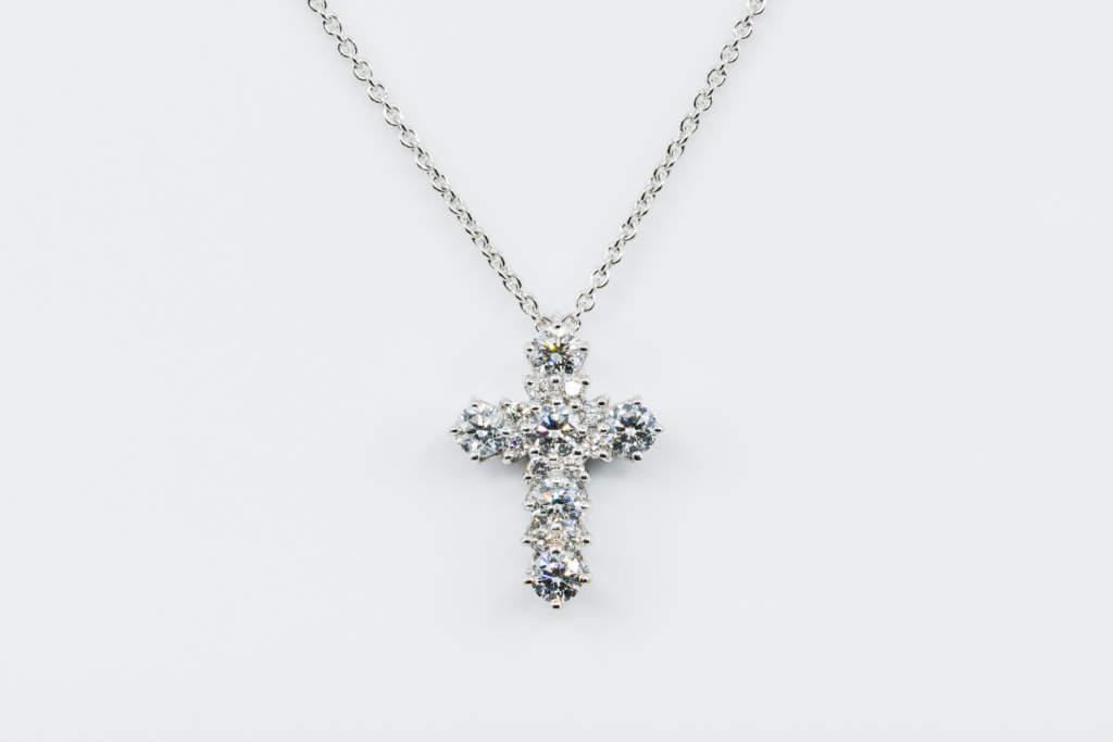 Crivelli collana croce tonda diamanti - Gioielleria Casavola Noci - idee regalo battesimo