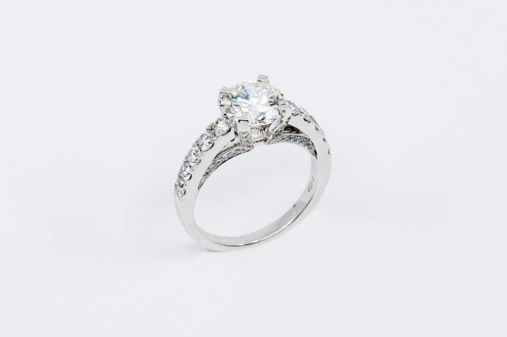 Anello solitario Royal Prestige - Gioielleria Casavola Noci - idee proposta matrimonio