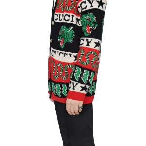 Gucci Jewelry Argento YBC551895001 - Gioielleria Casavola Noci - anello fascione GG Marmont - indossato - idee regalo unisex