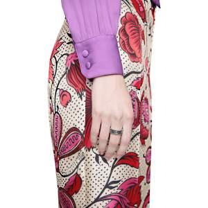 Gucci Jewelry Argento YBC551899001 - Gioielleria Casavola Noci - anello anticato doppia G Marmont - indossato - idee regalo