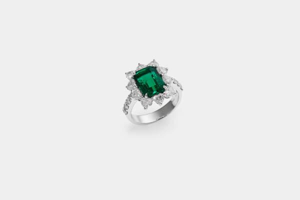 Crivelli anello smeraldo fantasia - Gioielleria Casavola Noci - idee regalo donne per occasioni importanti