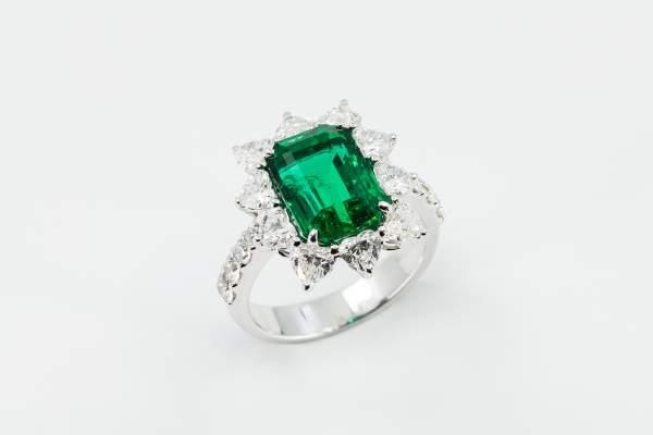 Crivelli anello smeraldo fantasia - Gioielleria Casavola Noci - idee regalo per lei - main