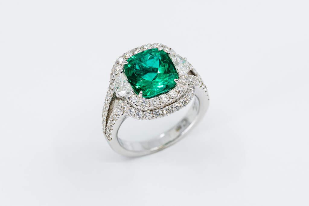 Anello smeraldo sunflower cut con diamanti Prestige - Casavola Noci - idee regalo donne per occasioni importanti - stile art deco