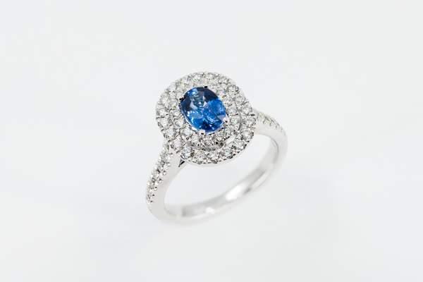 Anello zaffiro contorno diamanti Prestige - Gioielleria Casavola Noci - idee regalo donne per occasioni importanti
