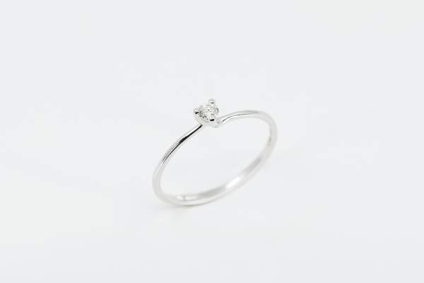 Crivelli anello solitario 3 griffe - Gioielleria Casavola Noci - idee regalo economiche fidanzamento proposta di matrimonio