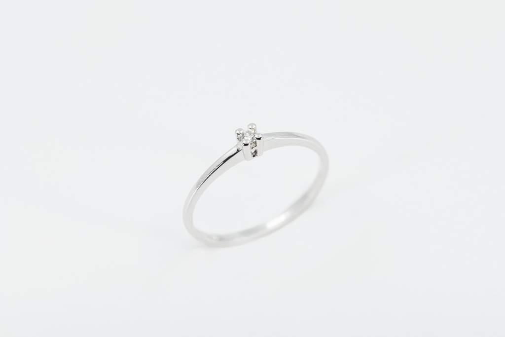 Crivelli anello solitario 4 griffe - Gioielleria Casavola Noci - proposta di matrimonio economica