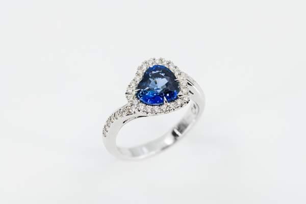 Crivelli anello zaffiro cuore - Gioielleria Casavola Noci - idee regalo donne