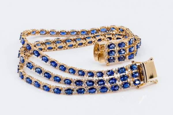 Crivelli bracciale tennis tre fili zaffiri e diamanti - Gioielleria Casavola Noci - idee regalo donne per occasioni molto importanti
