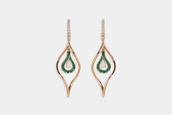 Crivelli orecchini fantasia pendenti smeraldi - Gioielleria Casavola Noci - idee regalo donne - main - diamanti taglio goccia