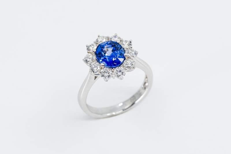 Rosetta anello zaffiro diamanti Prestige - Gioielleria Casavola Noci - idee regalo donne per occasioni importanti