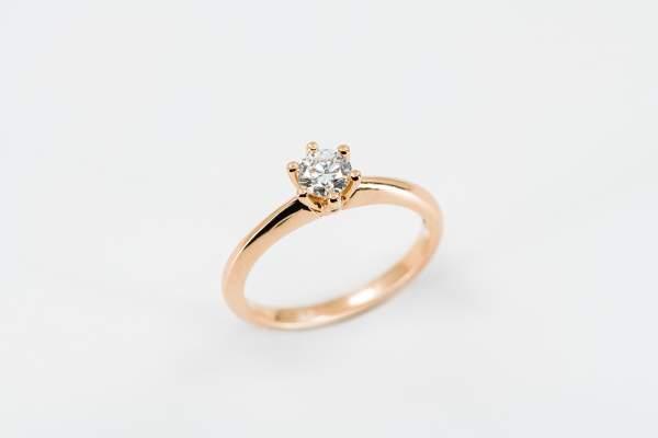 Anello solitario 6 griffe rosé - Gioielleria Casavola Noci - proposta di matrimonio - fidanzamento