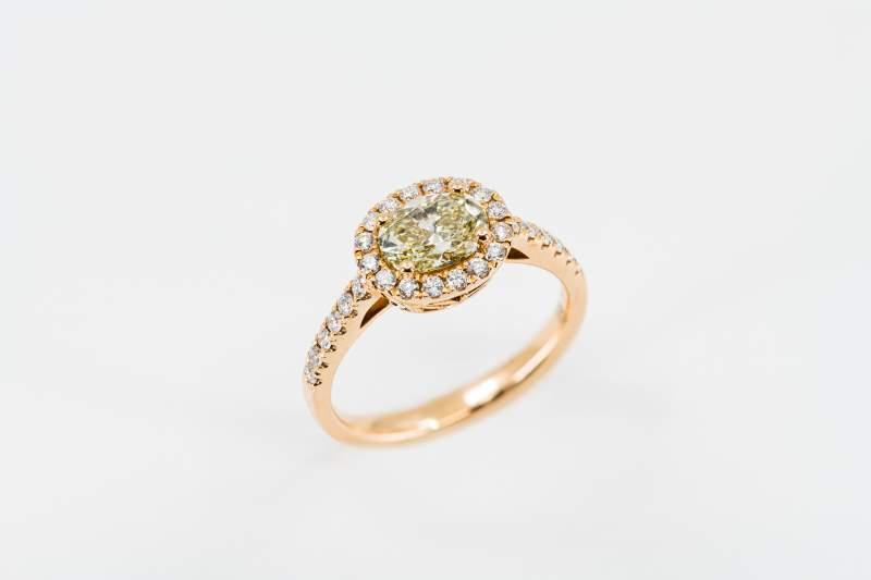 Anello solitario diamante giallo Pavé Prestige - Gioielleria Casavola Noci - high end jewelry - idee regalo per occasioni importanti