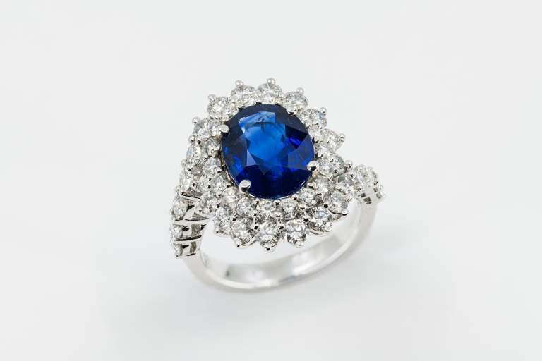 Anello zaffiro rosetta intrecciata Prestige - Gioielleria Casavola Noci - high end jewelry - main