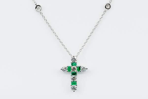 Collana Croce Fidelis White Smeraldi e Diamanti - Gioielleria Casavola Noci - idee regalo battesimo - comunione - cresima