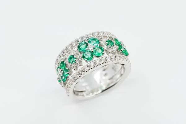 Crivelli anello fascione fantasia fiore smeraldi - Gioielleria Casavola Noci - idee regalo donne