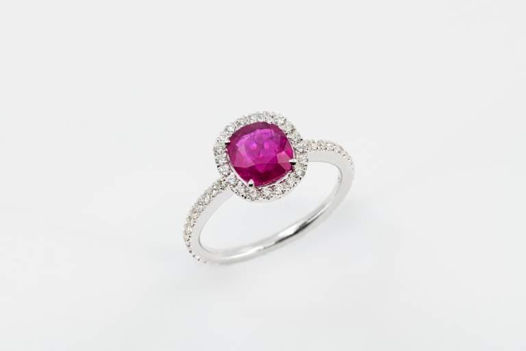 Crivelli anello rubino con brillanti - Gioielleria Casavola Noci - idee regalo donne occasione importante - main