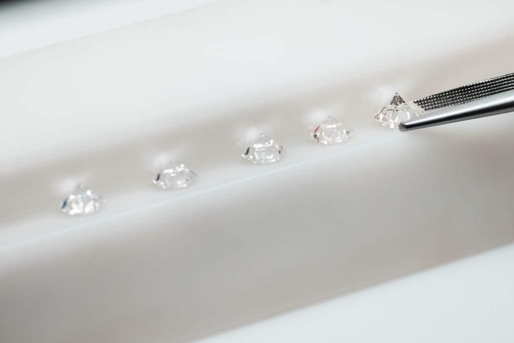 Gioielleria Casavola Noci - analisi laboratorio diamanti - gemmologia